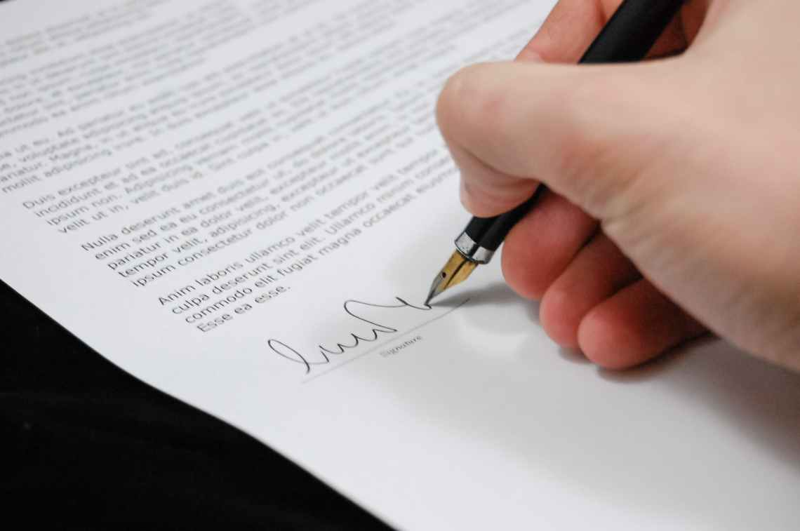 sign pen business document